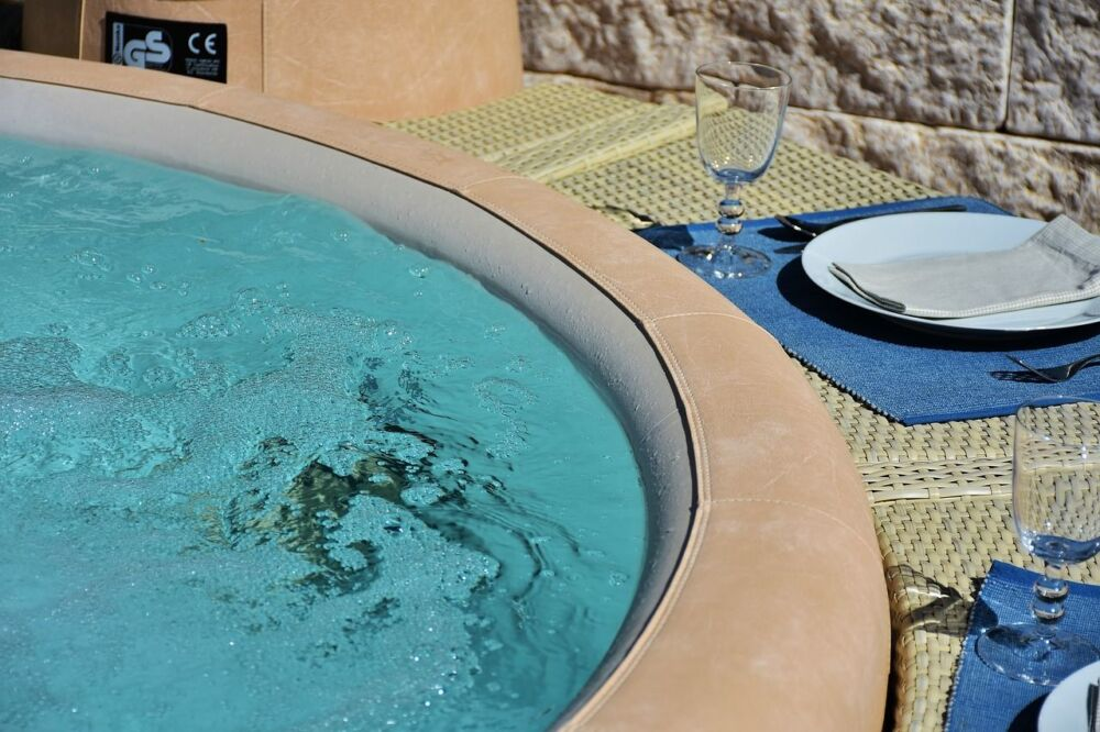 "Différences spa gonflable vs jacuzzi ""traditionnel """